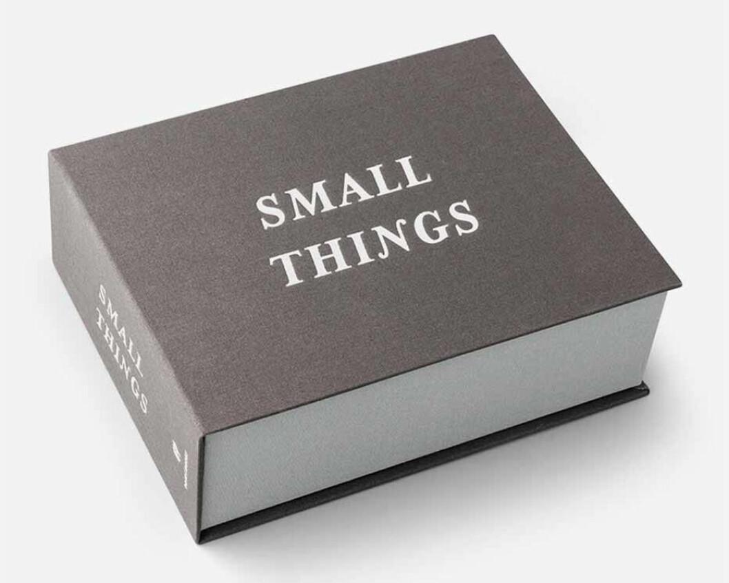 """förvaringslåda med texten """"small things"""""""