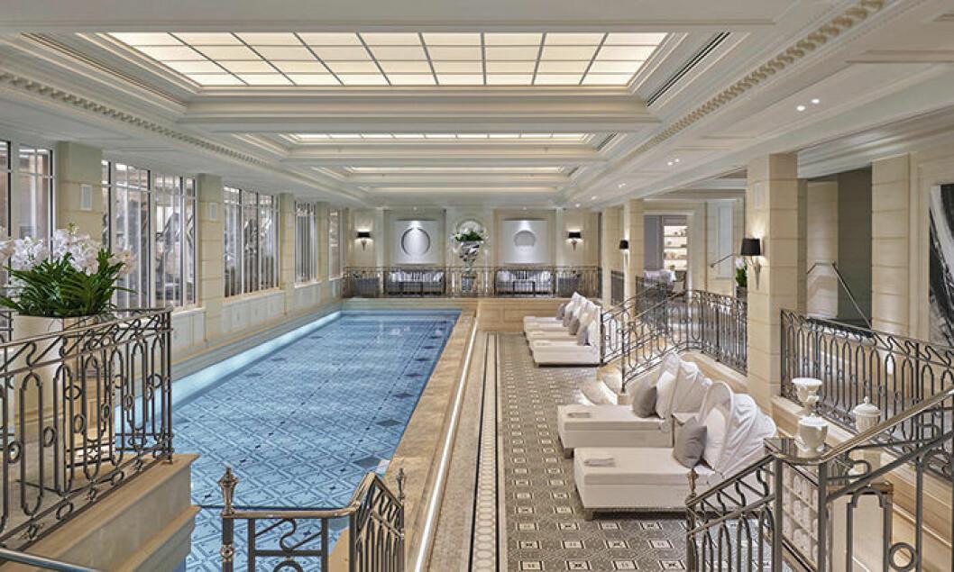 Spa med pool på hotellet Four Seasons George V i Paris