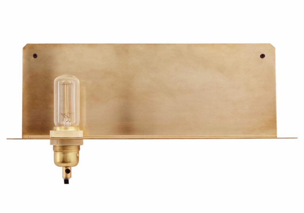 Lampa med hylla från Frama