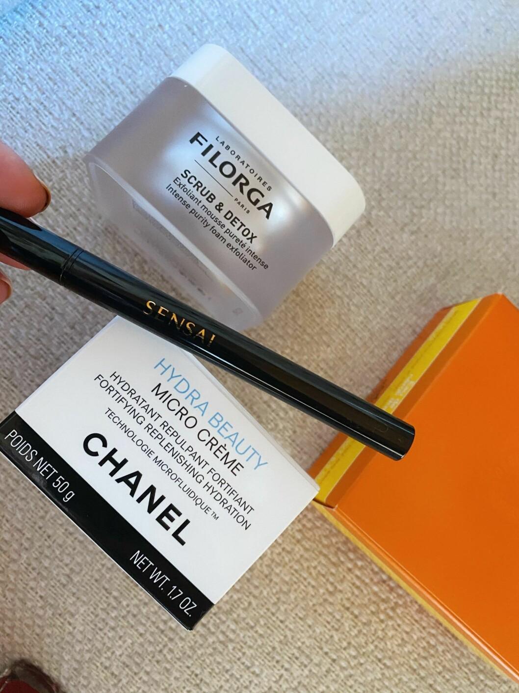 Ansiktsmask från Filorga, eyeliner från Sensai och dagkräm från Chanel.