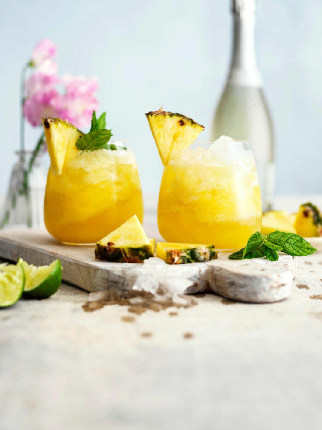 Recept på svalkande French 75 med ananas