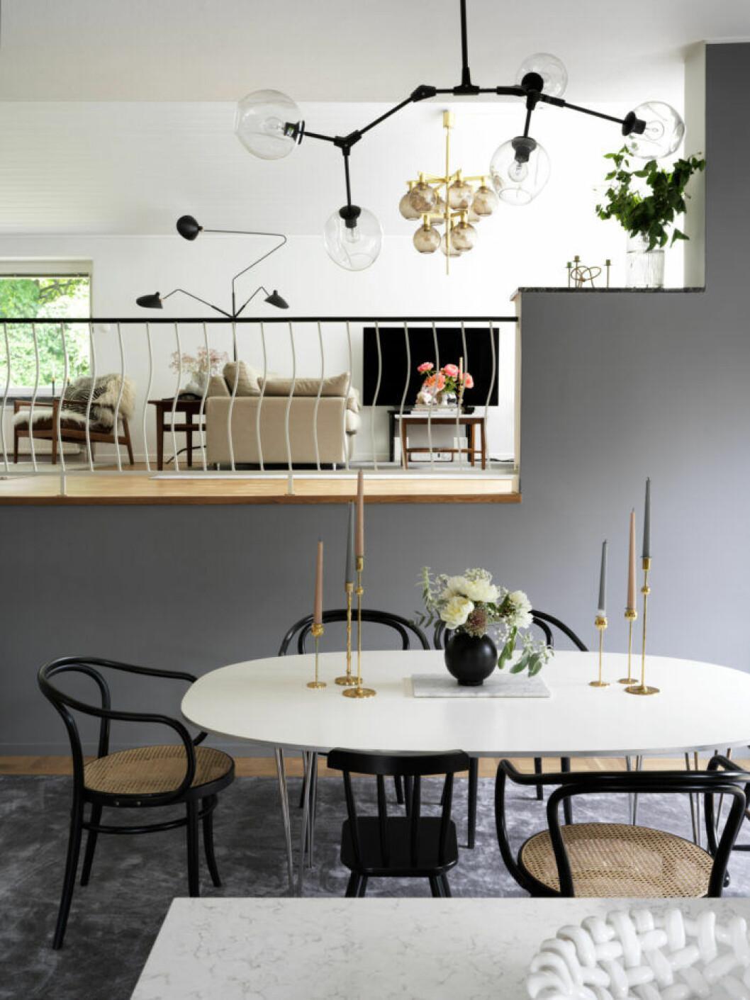 Matplats med gråa och svarta detaljer hos Frida Fahrman