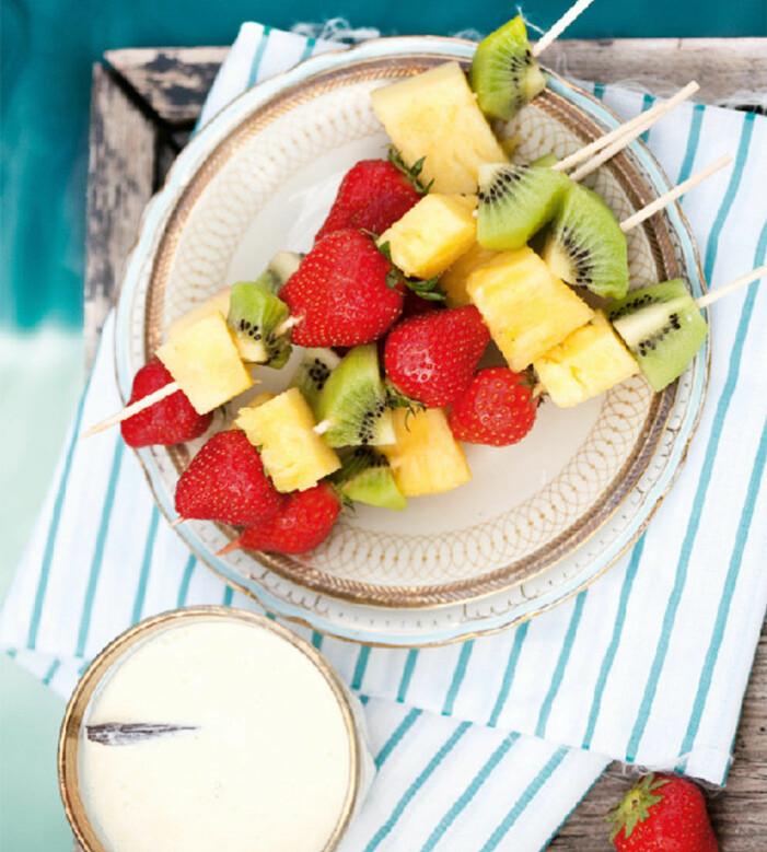 Fruktspett med vit choklad-dipp