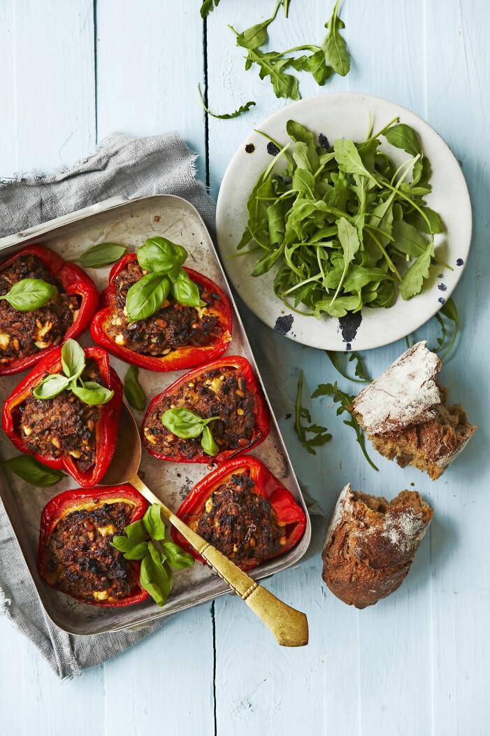 Laga fyllda paprikor med soltorkad tomat och feta