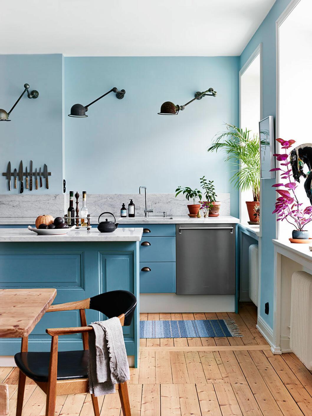 Ljusblått kök