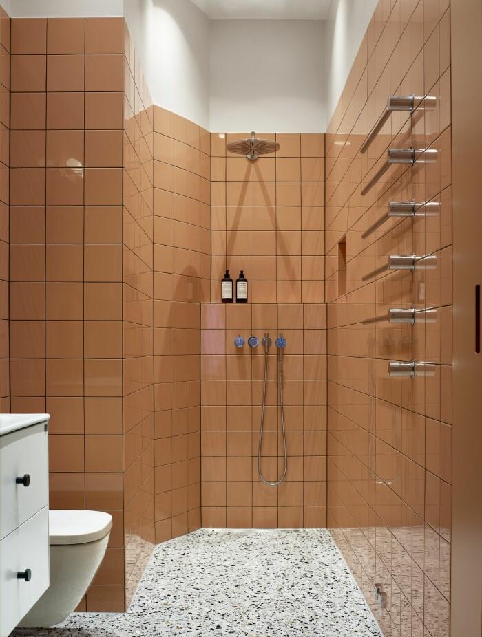 Hemma hos Gabriella Gullberg Stockholm badrum dusch vola