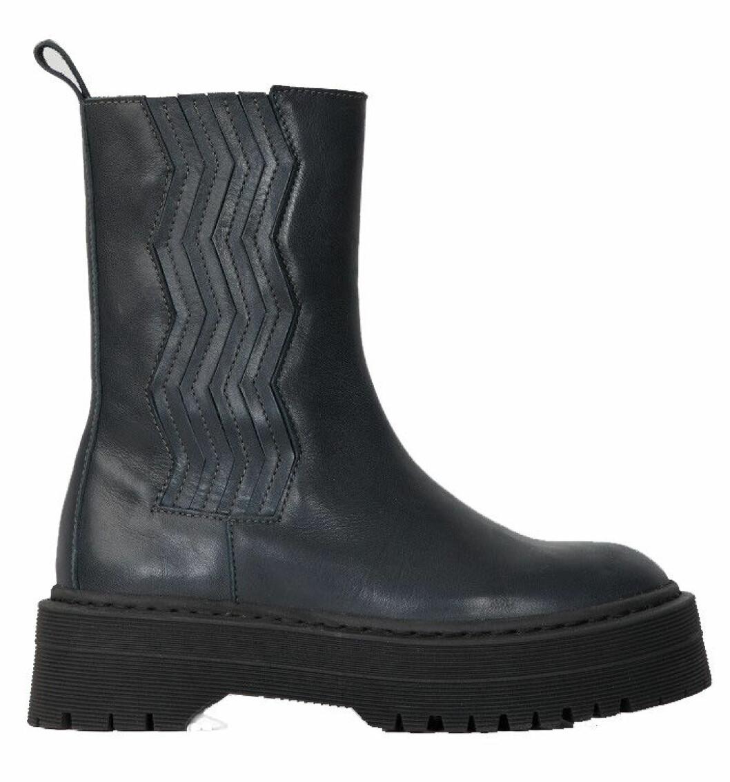 Marinblå boots från Gestuz med chunky sula.