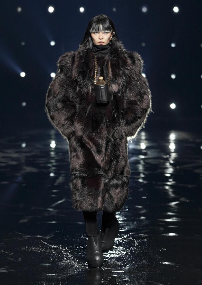 Fuskpälsjacka från Givenchy 2021