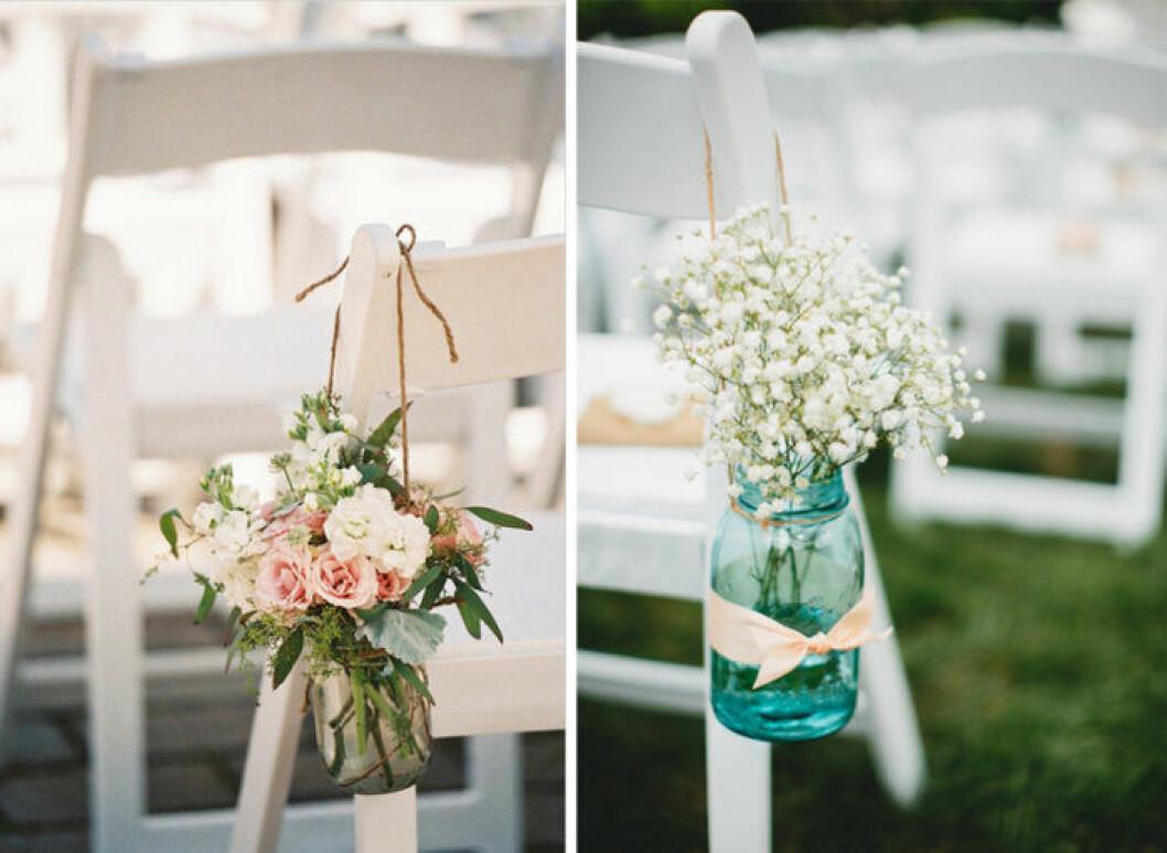 Glasburkar med blommor