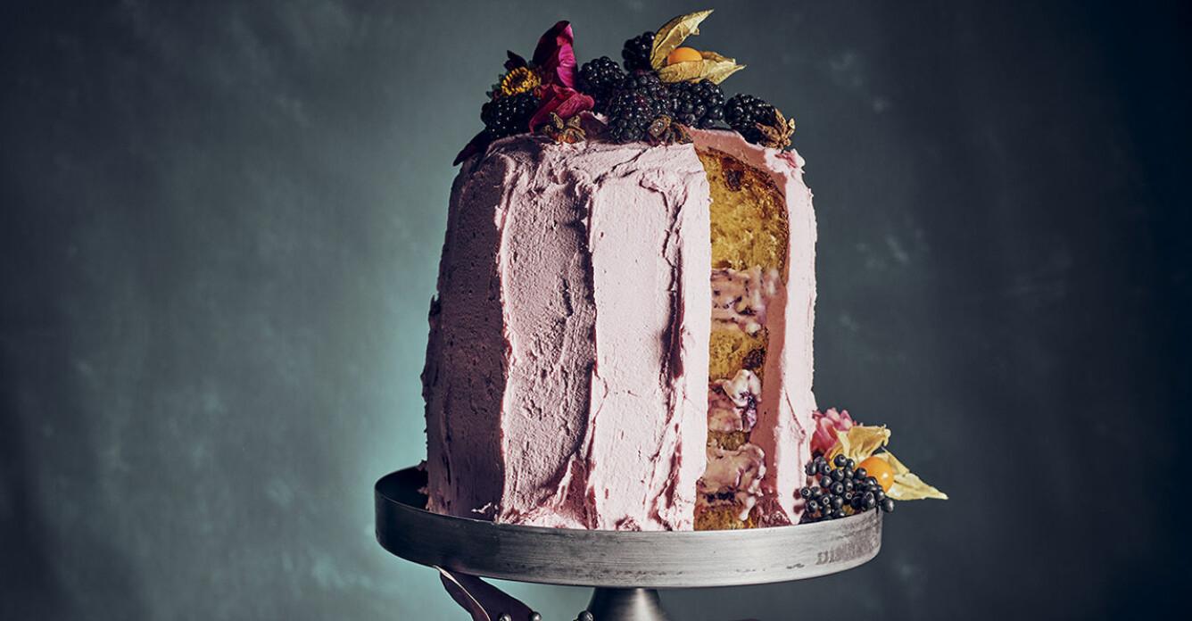 Recept på glasstårta med björnbärsfyllning