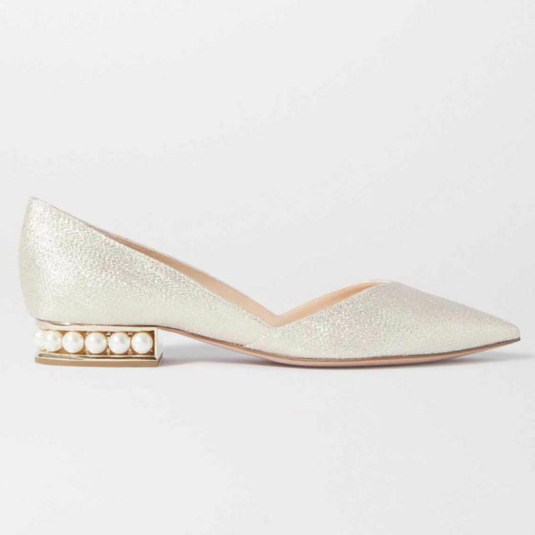 Låga skor med pärlor
