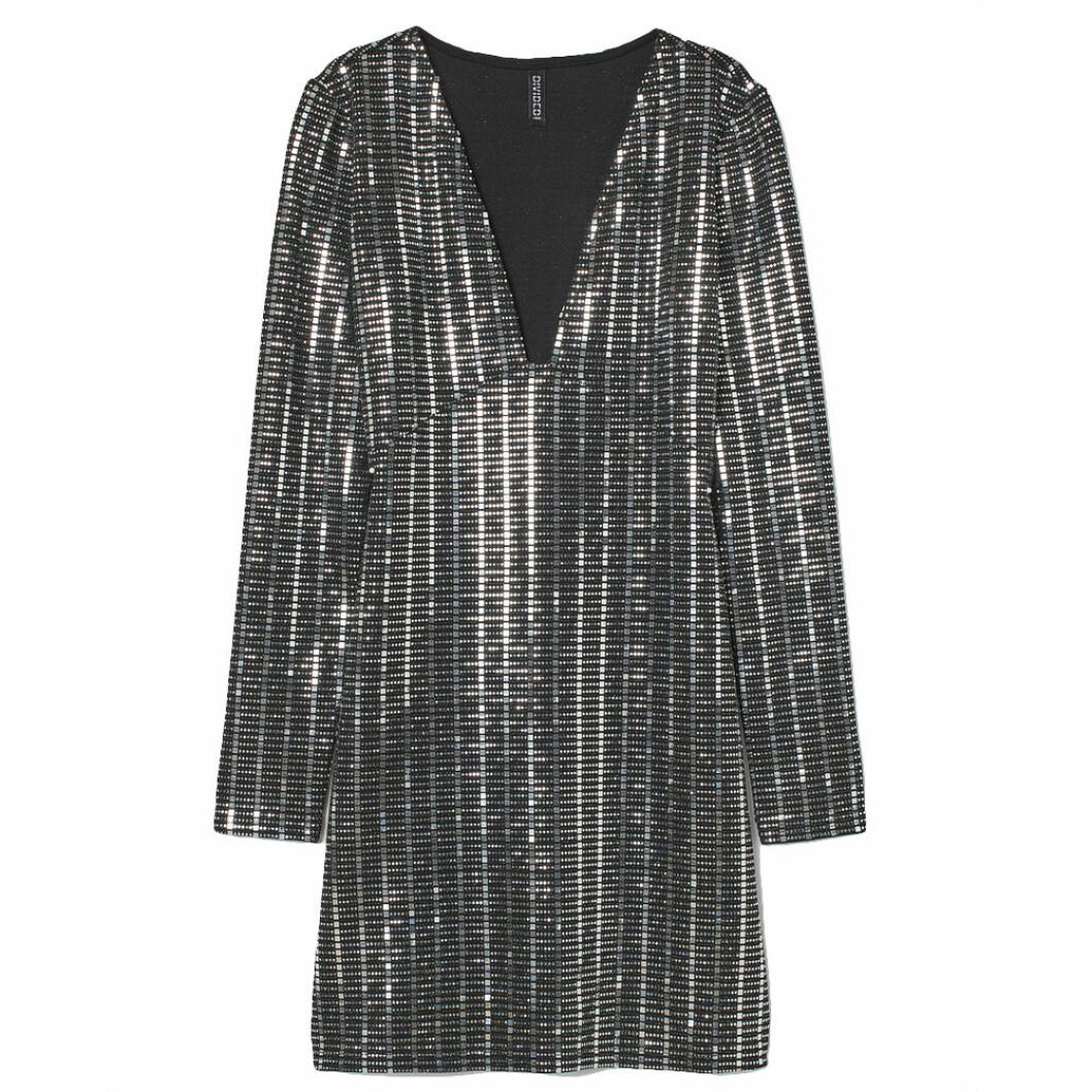 Glittrig figurnära klänning från H&M