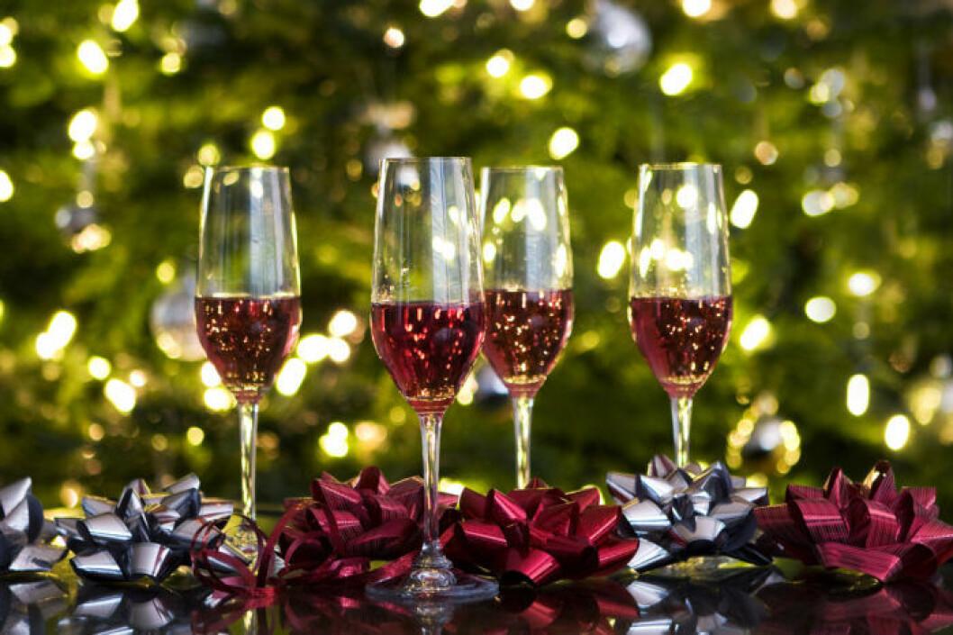 En enkel och fräsch fördrink med mousserande vin och glögg.