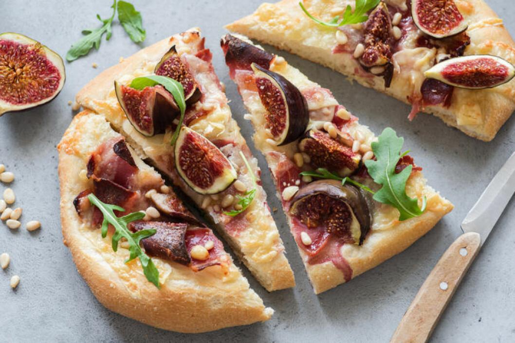 Pizza med fikon, prosciutto, pinjenötter och ruccola.