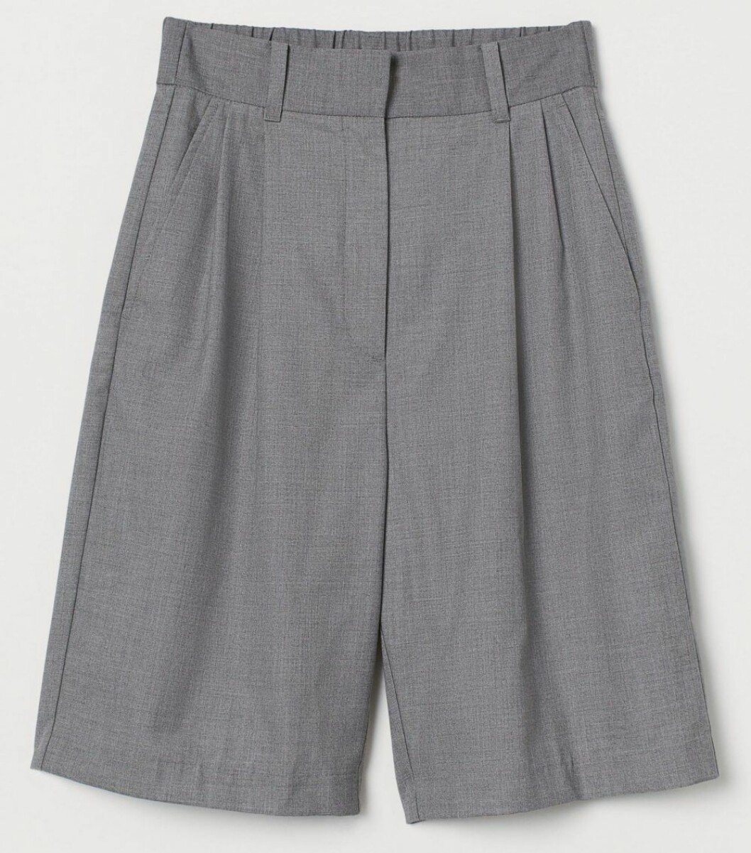 Matchande grå bermudashorts från H&M.