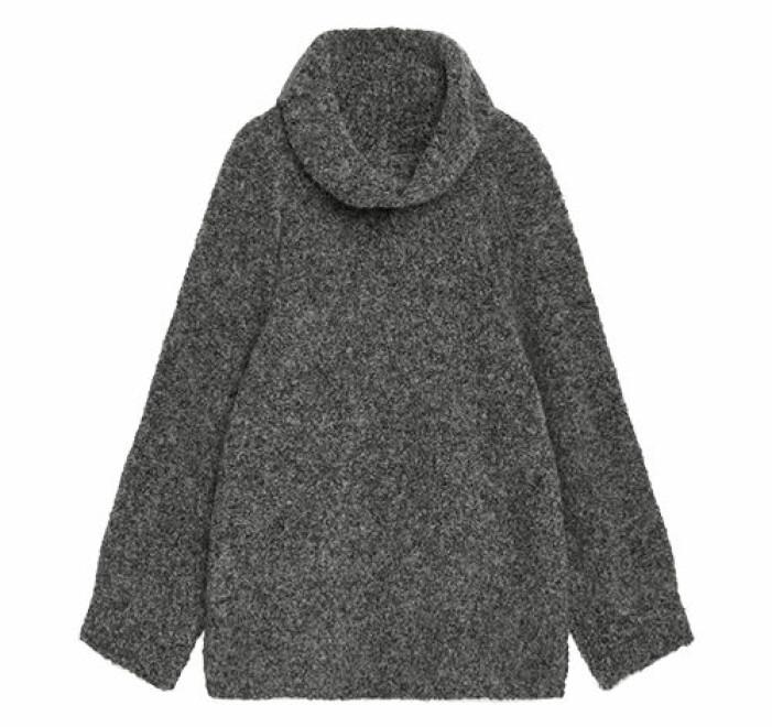 grå lång stickad tröja från arket