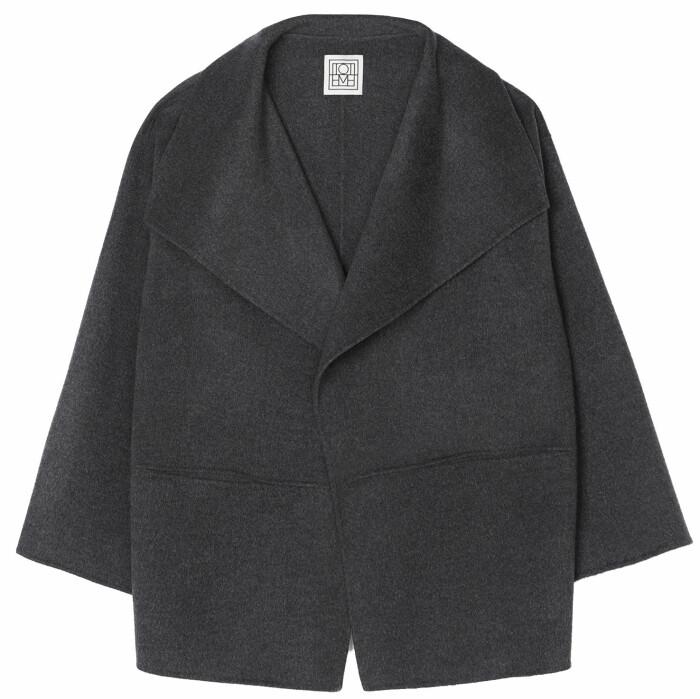 grå oversized jacka från Toteme.