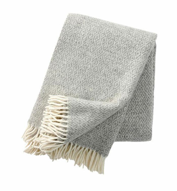 grå pläd i ull