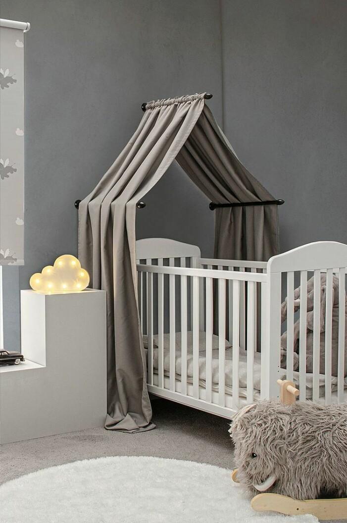 grå sänghimmel spjälsäng