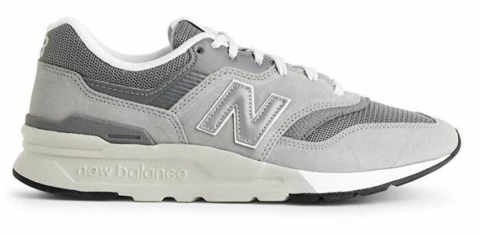 grå sneakers från New Balance