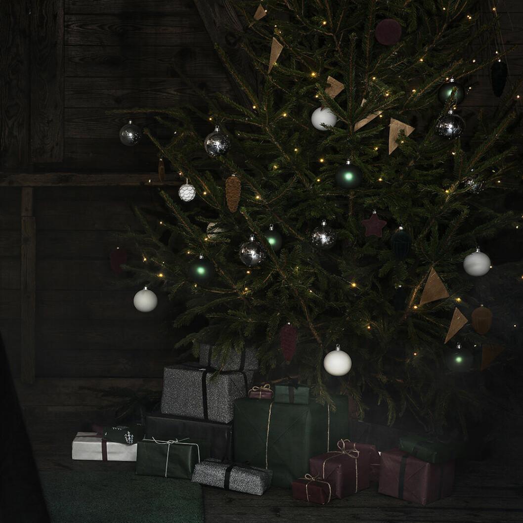 Mörkgrönt och mörkrött i jul hos Granit
