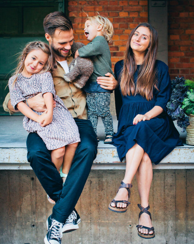 David Frenkiel och Luise Vindahl med två av sina tre barn.