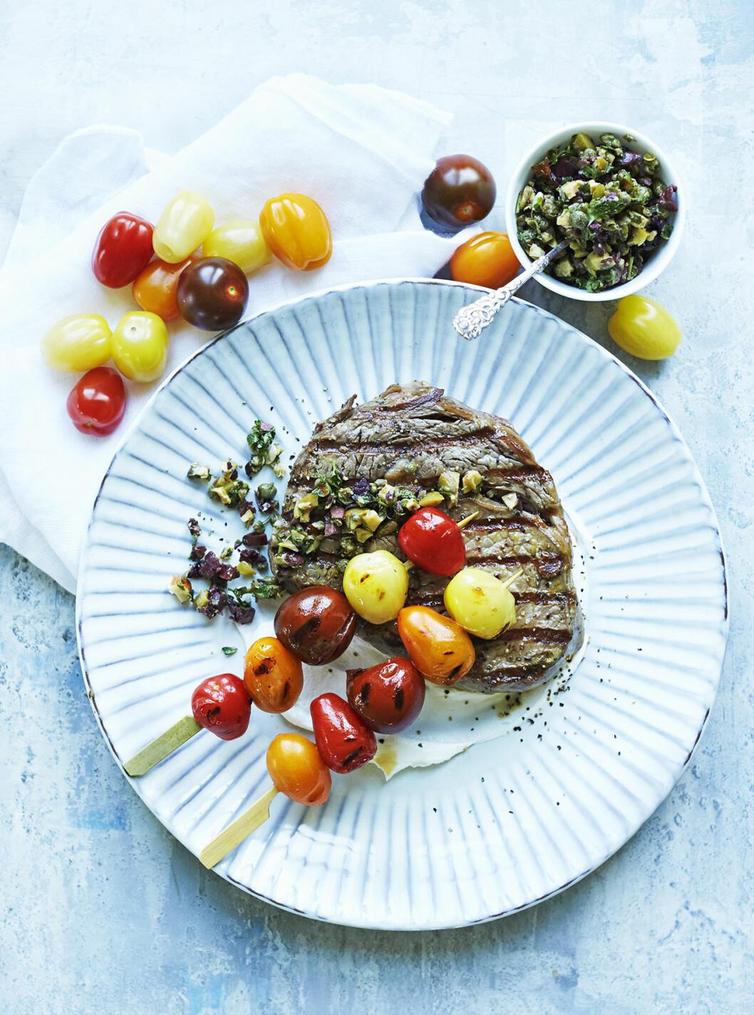 Recept grillat kött tomatspett