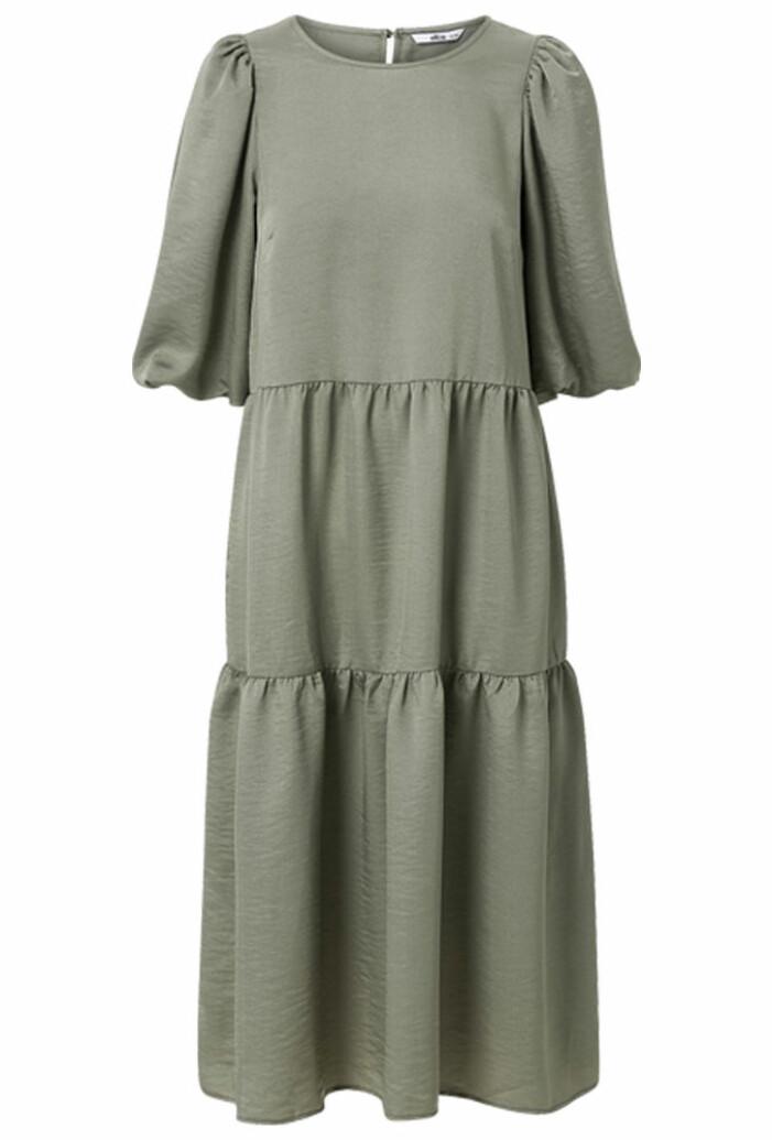 Grön A-linjeformad klänning med volanger från Ellos