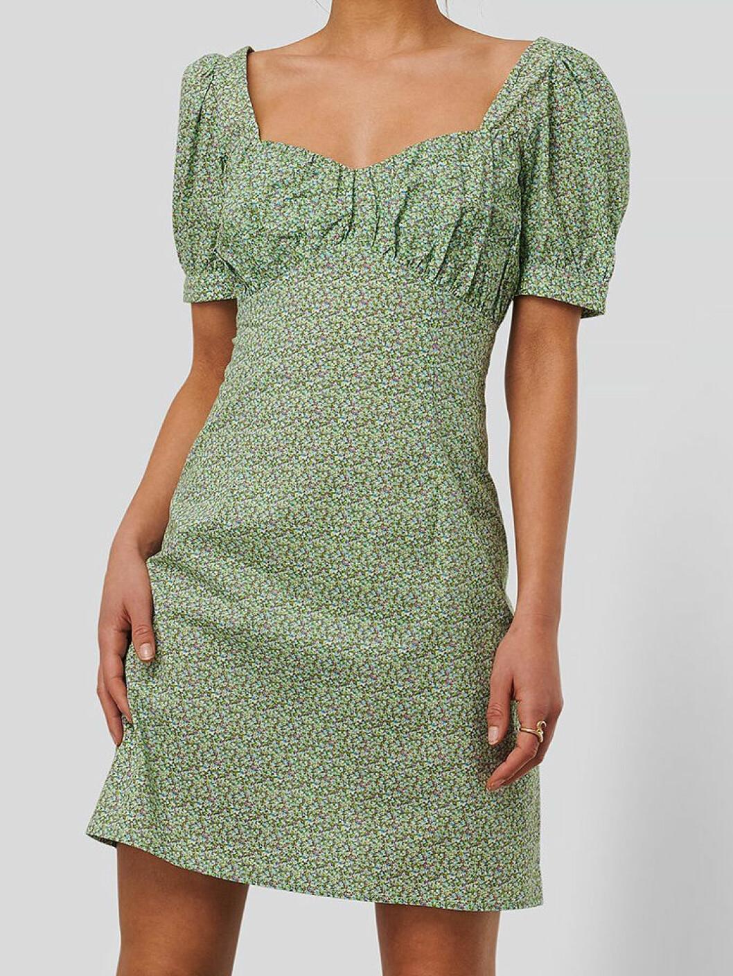 Grön kort klänning från NA-KD
