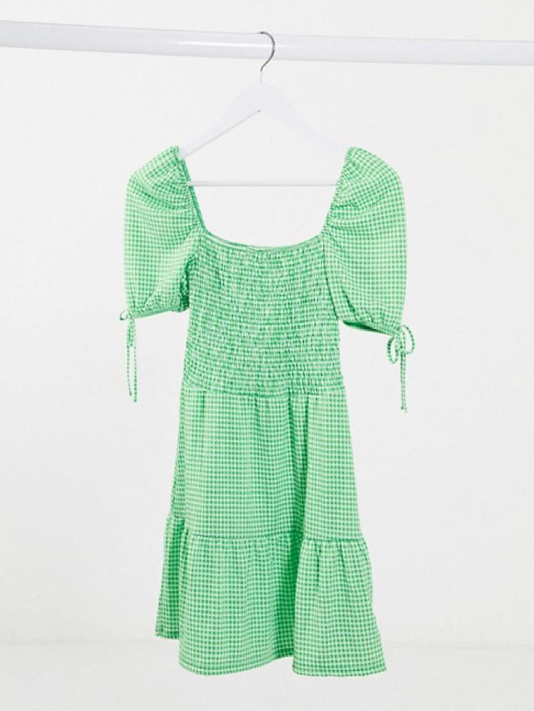 Grön smockad klänning från Asos