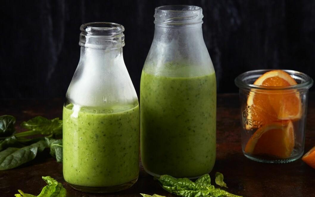 Grön smoothie med spenat och ingefära.
