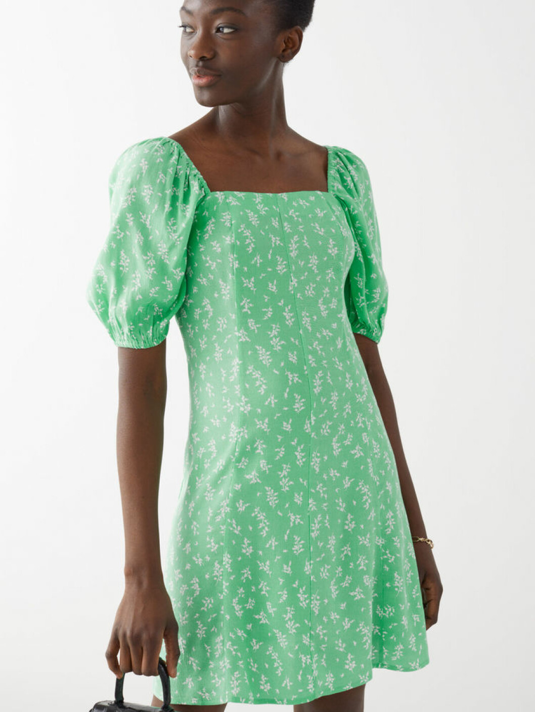 Ljusgrön klänning med puffärm från Stories
