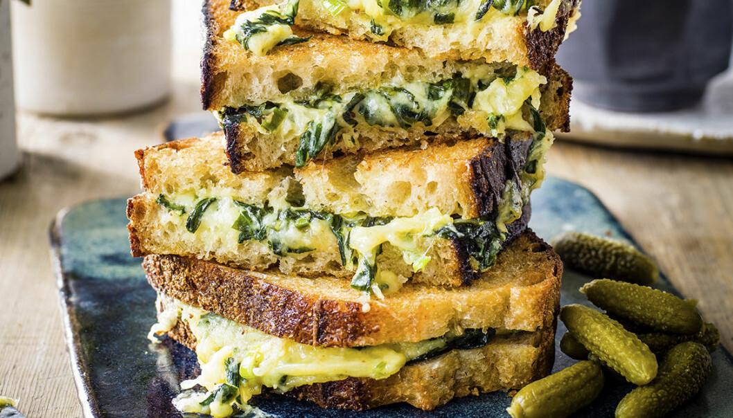 Recept på toast med gruyèreost och mangold