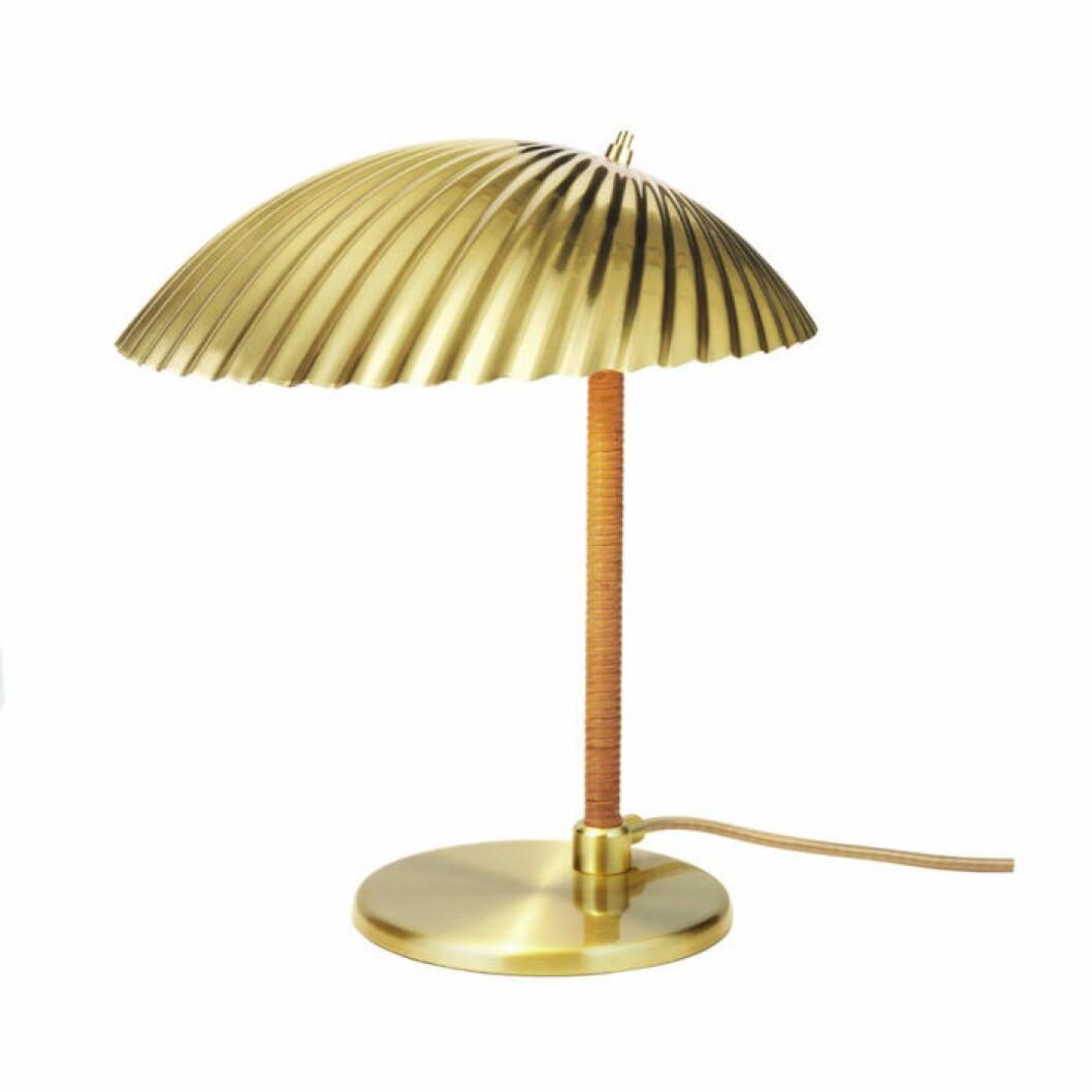 mässingslampa från Gubi