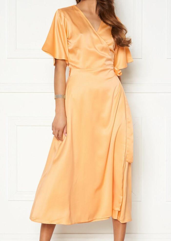 gul blank omlottklänning från bubbleroom