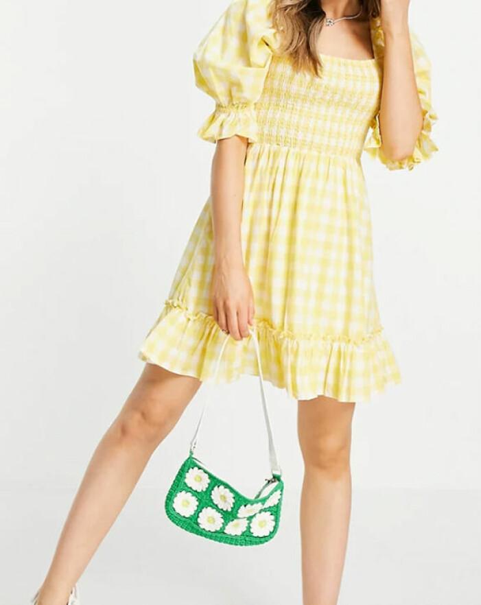 gul klänning med puffärm