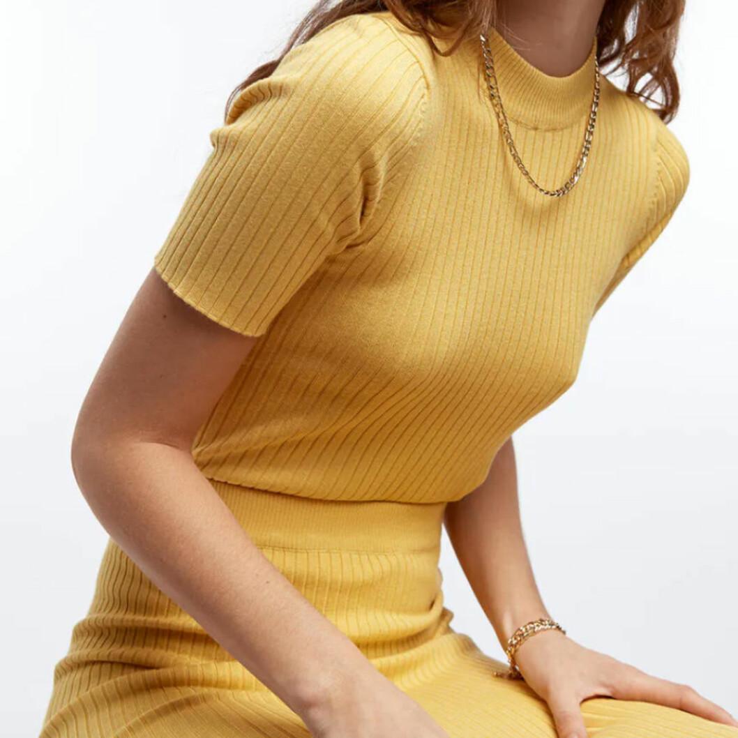 Gult ribbat set från Gina tricot