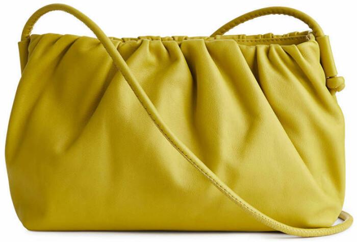 gul väska från arket.