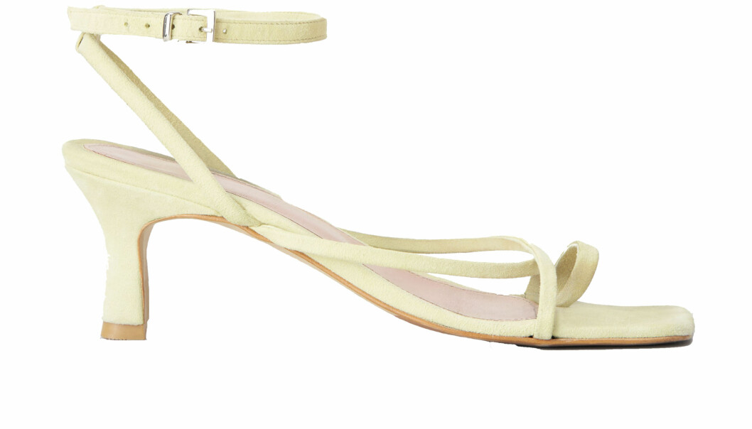 gula sandaletter från Tiger of Sweden.