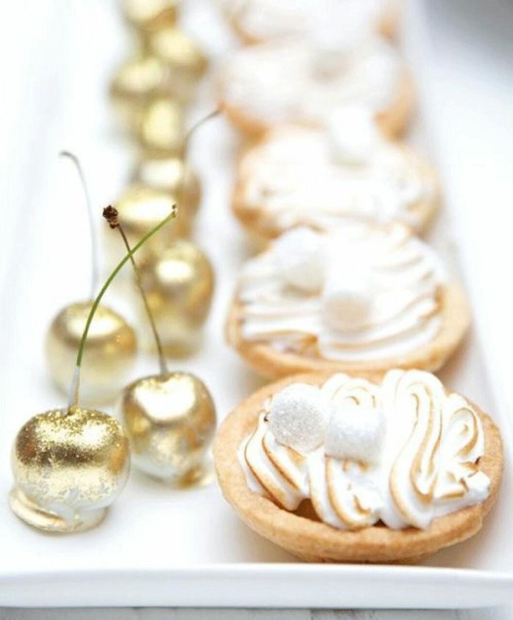 Lyxiga körsbär i guld.