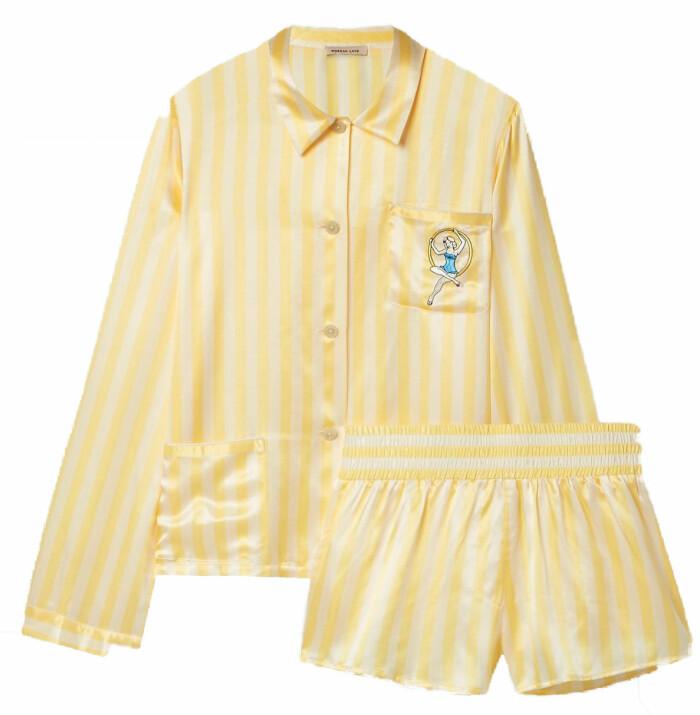 gult pyjamasset