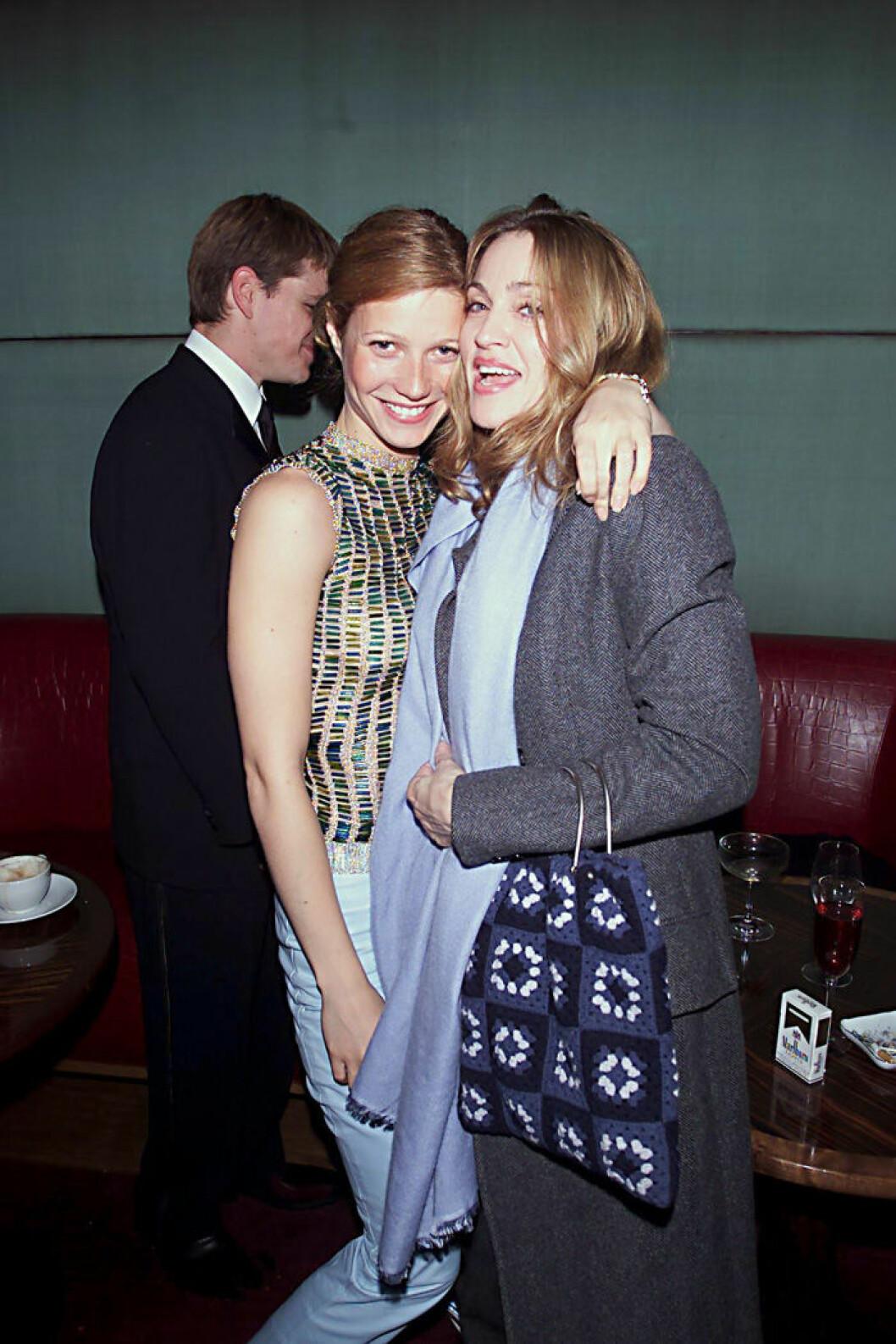 En bild på Gwyneth Paltrow och Madonna på filmpremiären av The Talented Mr Ripley, 2000.