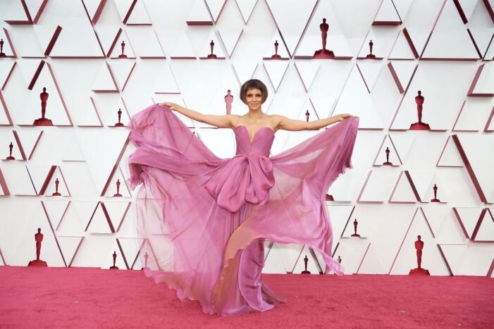 Halle Berry på röda mattan på Oscarsgalan 2021