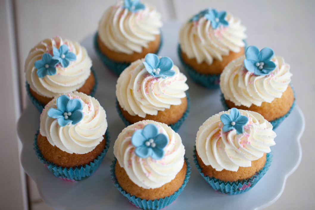 Halloncupcakes med cream cheese-frosting.