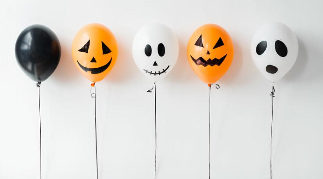 Måla spökballonger.