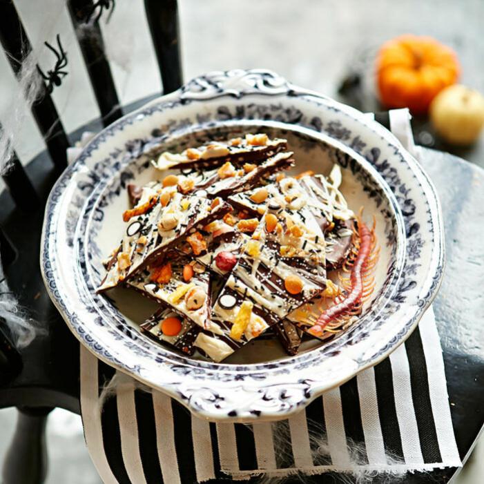 Recept på mandelkrokant med choklad och krossade karameller