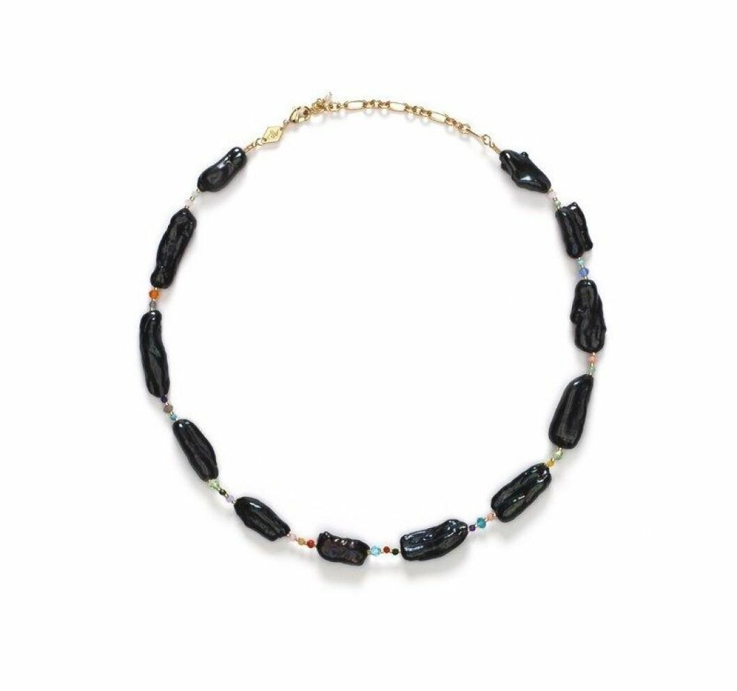 Halsband med exklusiva pärlstenar från Anni Lu.