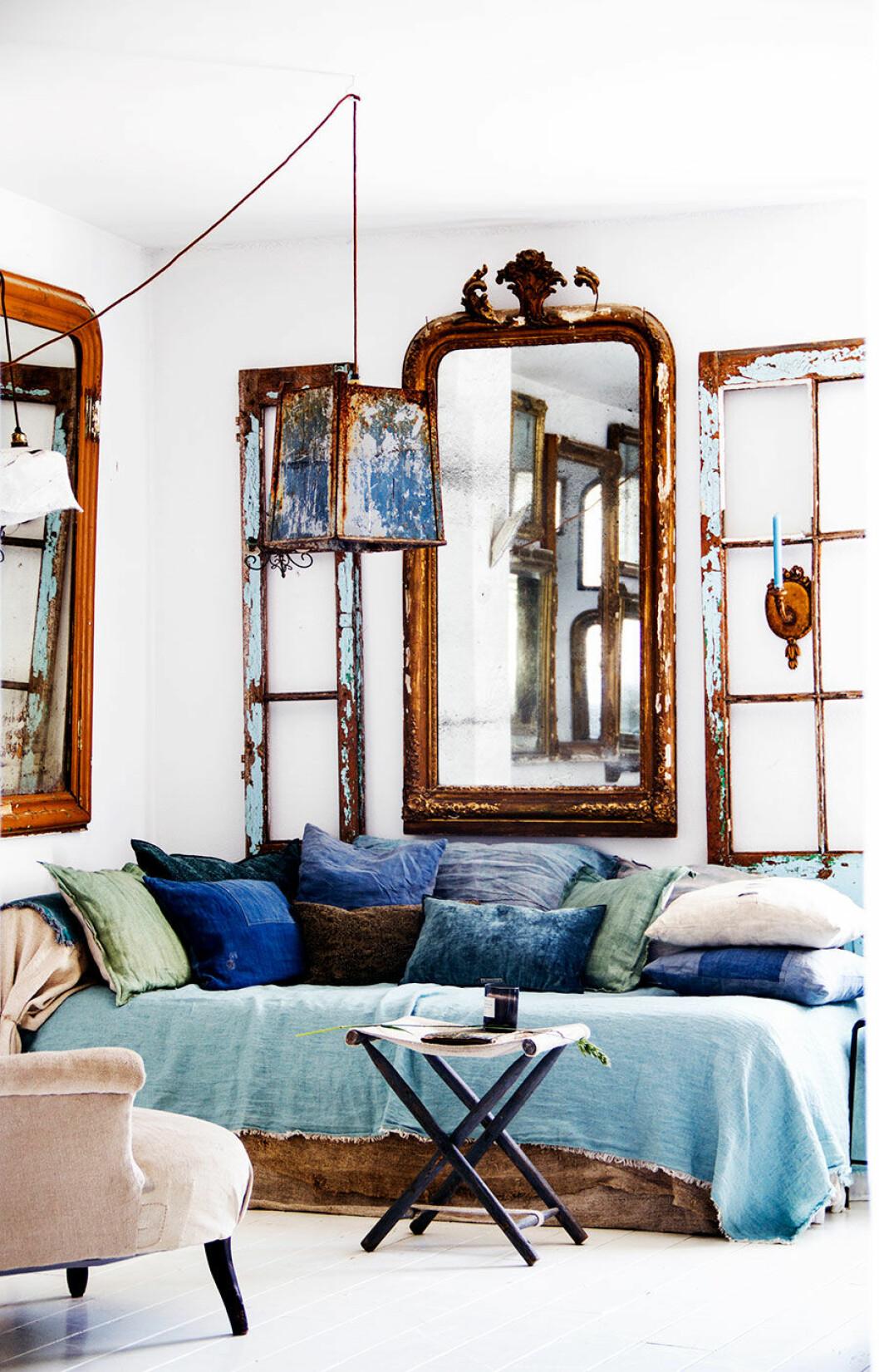 hans_blomquist_mirror_sofa_pillows_blue