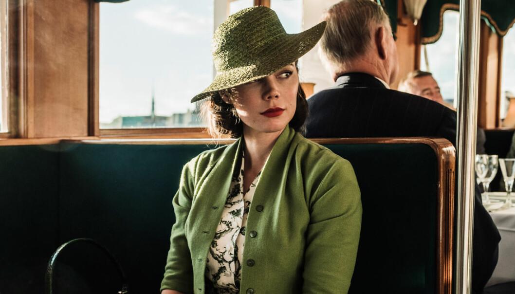 Hedda Stiernstedt i grön hatt