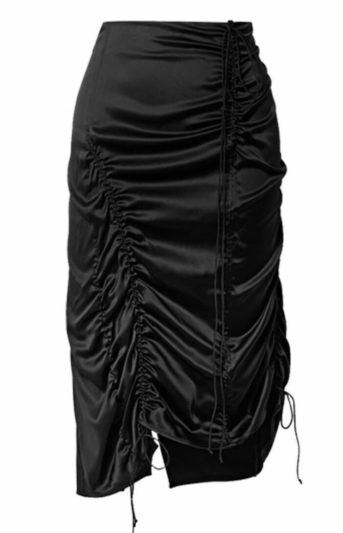 svart kjol med dragsko